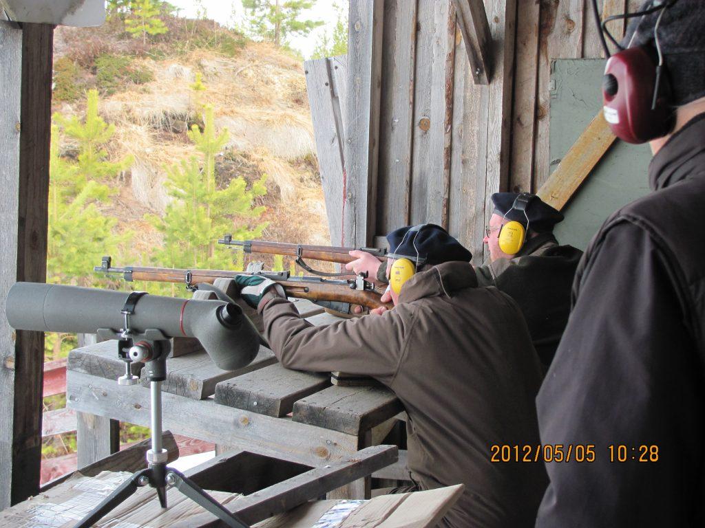 Ammunta ukkopekka vuosimallia -41 ja -42